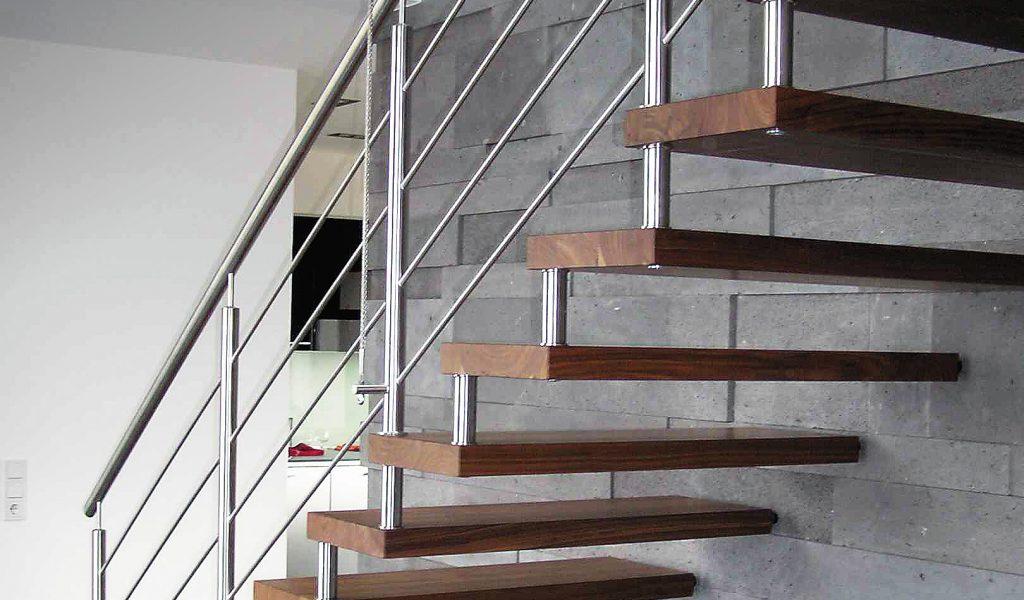 schwebende Treppe mit Bolzen